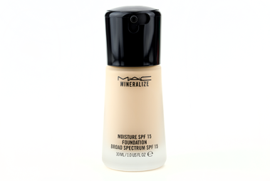 Mac-Mineralize-Moisture-SPF-15-Foundation