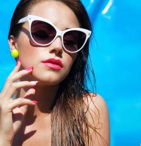 summer-pool-makeup